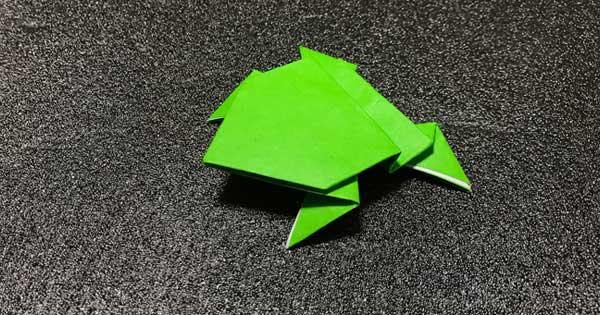 ピョンピョンカエルの折り紙